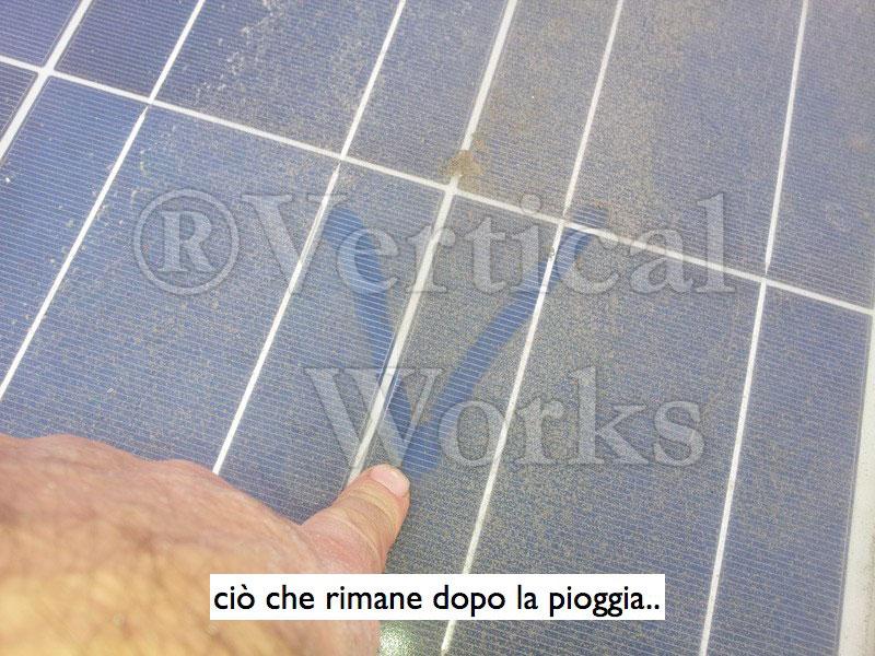 residui di pioggia su pannello fotovoltaico
